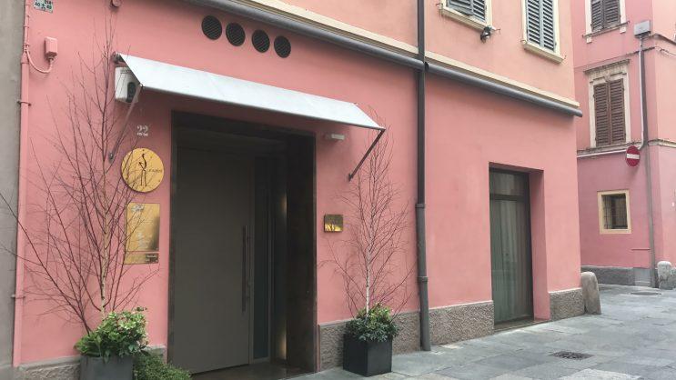 O que fazer em Módena, Itália: A fachada do restaurante Osteria Francescana