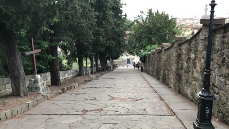 Trecho da parte íngreme da caminhada até a Piazzale Michelangelo, em Florença