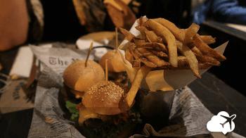 Delicioso hambúrguer no Uncle Fletch