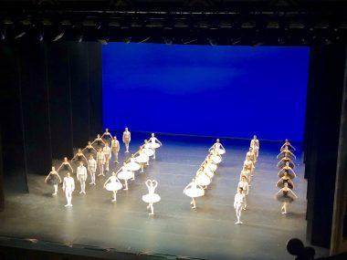Grupo de bale no teatro Bolshoi
