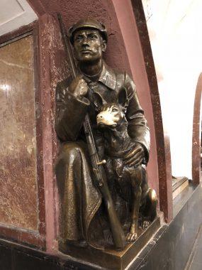 Escultura da estação da Praça da Revolução