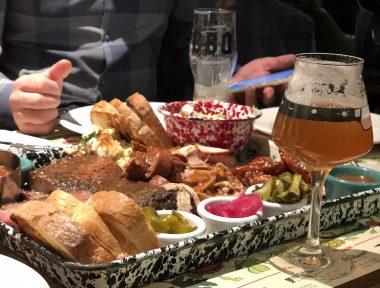 Smokehouse BBQ Bar: cardápio com mais de 20 rótulos de cervejas norte-americanas