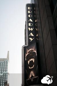 Um dos diversos teatros na região da Broadway