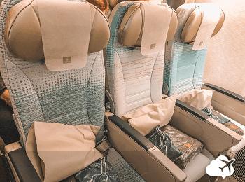 Poltronas na classe econômica da Emirates