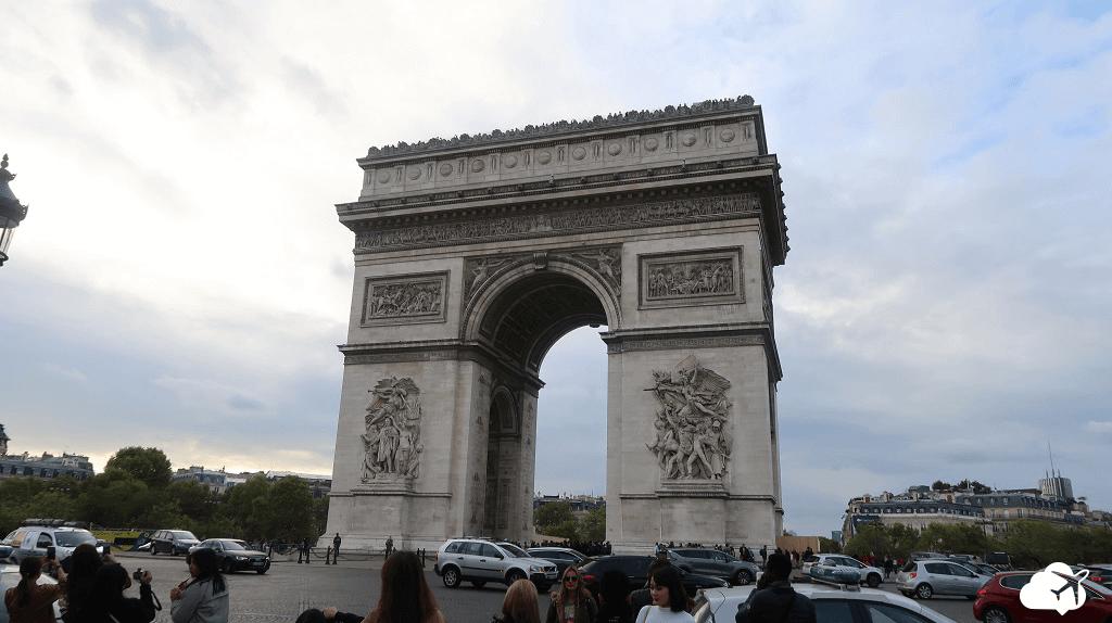 Arco do Triunfo: um dos cartões-postais de Paris