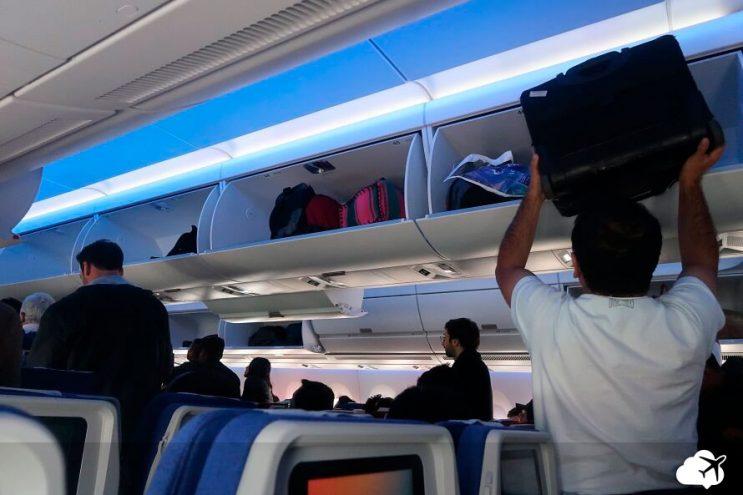 bagageiro aviao latam sao paulo lima airbus a350-900
