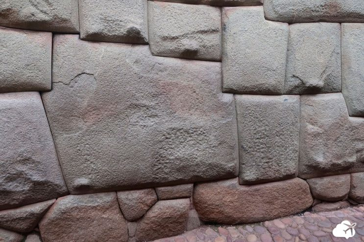 pedra doze cortes cusco peru