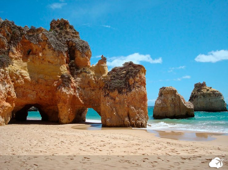 praia no algarve portugal
