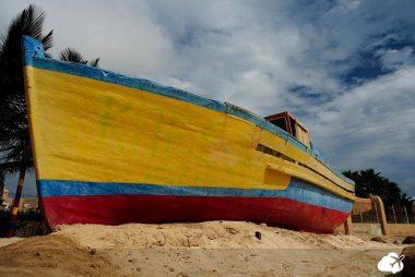 barco na ilha do sal, em cabo verde