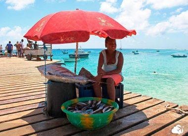 venda de peixe em Santa Maria, na Ilha do Sal