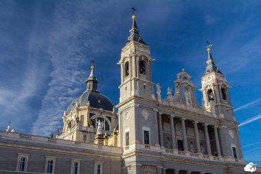a catedral foi a primeira igreja consagrada pelo Papa fora de Roma