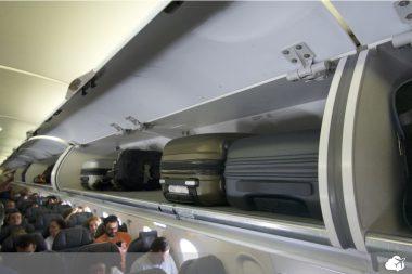 compartimento bagageiro de aeronave