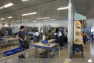 equipamento raio X no aeroporto