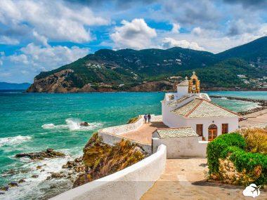 a ilha de skopelos ficou famosa após se tornar um dos cenários de filmes na Grécia