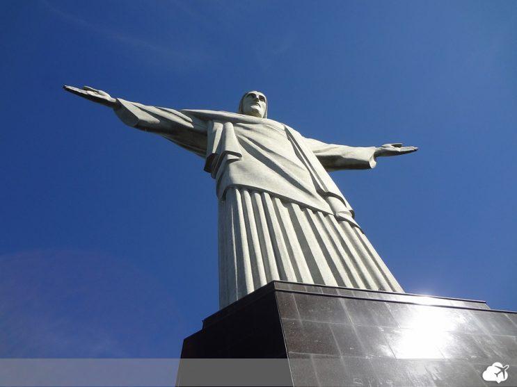 cristo redentor é um dos lugares que merecem ser incluídos no roteiro pelo rio de janeiro