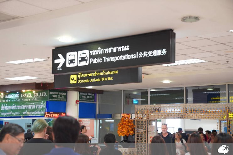 placa no aeroporto de chiang mai