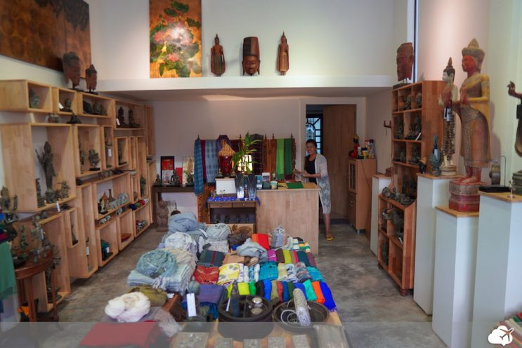 loja pub street kandhal village siem reap