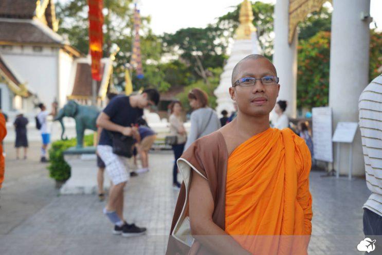 monge budista em chiang mai tailandia
