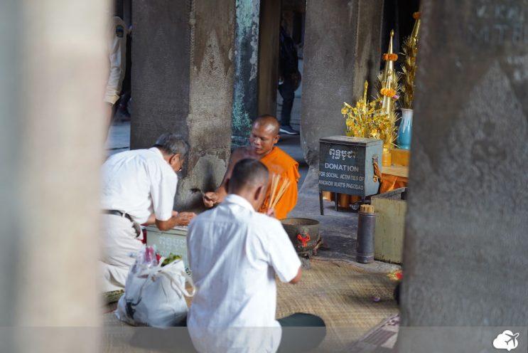 monges budistas angkor