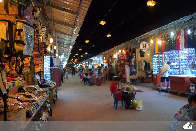 pub street night market siem reap