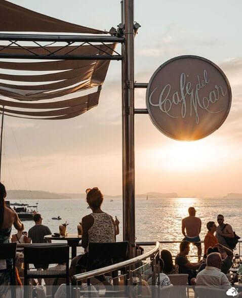 por do sol cafe del mar ibiza