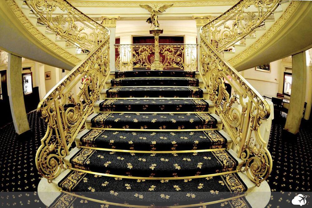 escadaria do El Avenida Palace